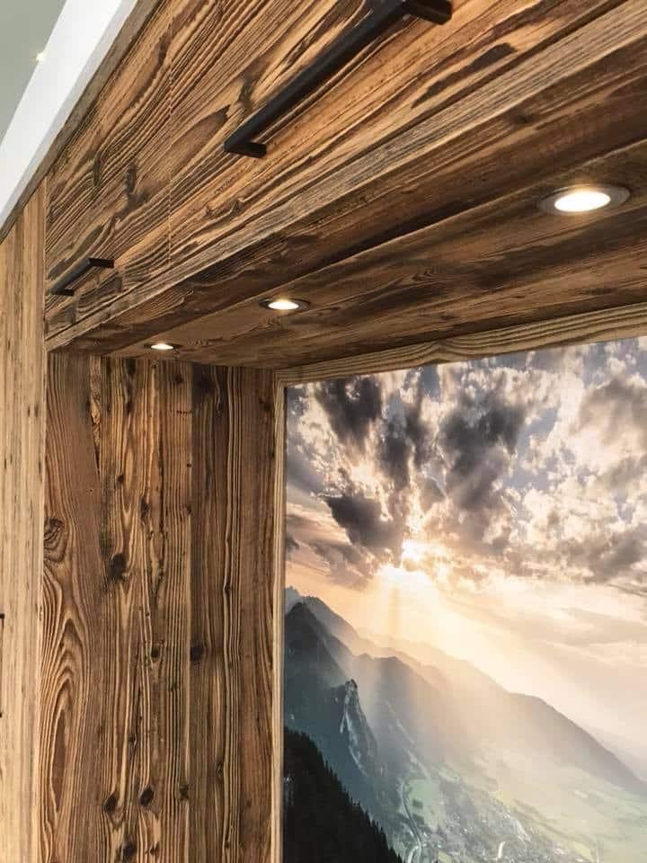 Garderobe Aus Sonnenverbranntem Altholz
